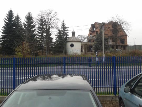 Kaplica przed nawiedzonym domem na Kosocickiej.