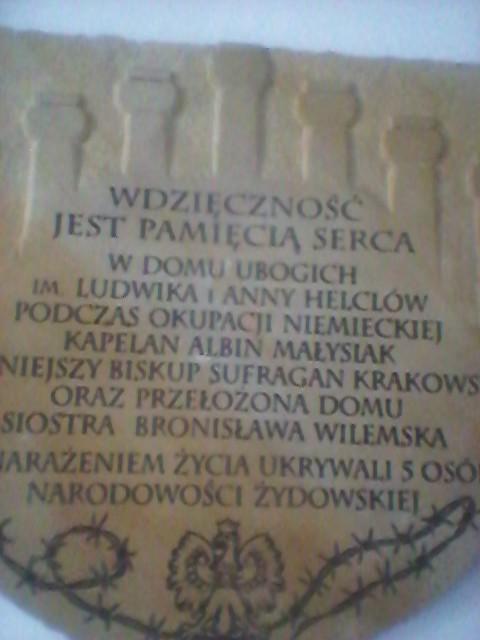 Jedna z wielu pamiątkowych tablic w Domu.