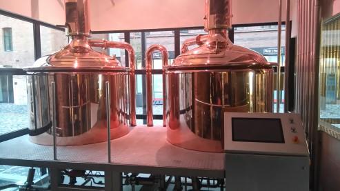 Ponad 1000 litrów piwa warzy się dziś na potrzeby restauracji.